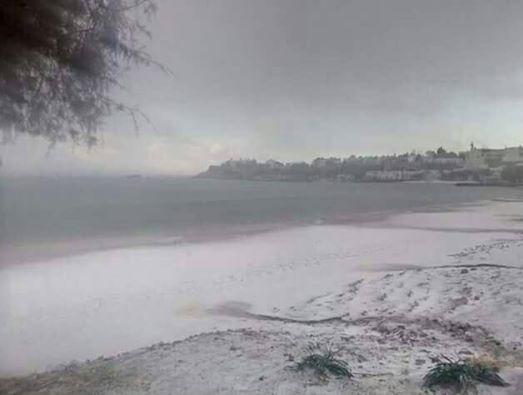 Η παραλία του Μακρύ Γιαλού σήμερα το μεσημέρι.