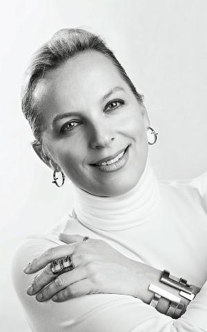 polina-sapouna-ellis