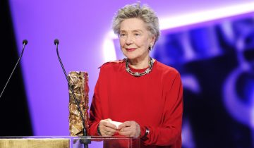 epa03596370 French actress Emmanuelle Riva receives the Best Actress award for her role in 'Amour' during the 38th annual Cesar awards ceremony held at the Chatelet Theatre in Paris, France, 22 February 2013.  EPA/YOAN VALAT