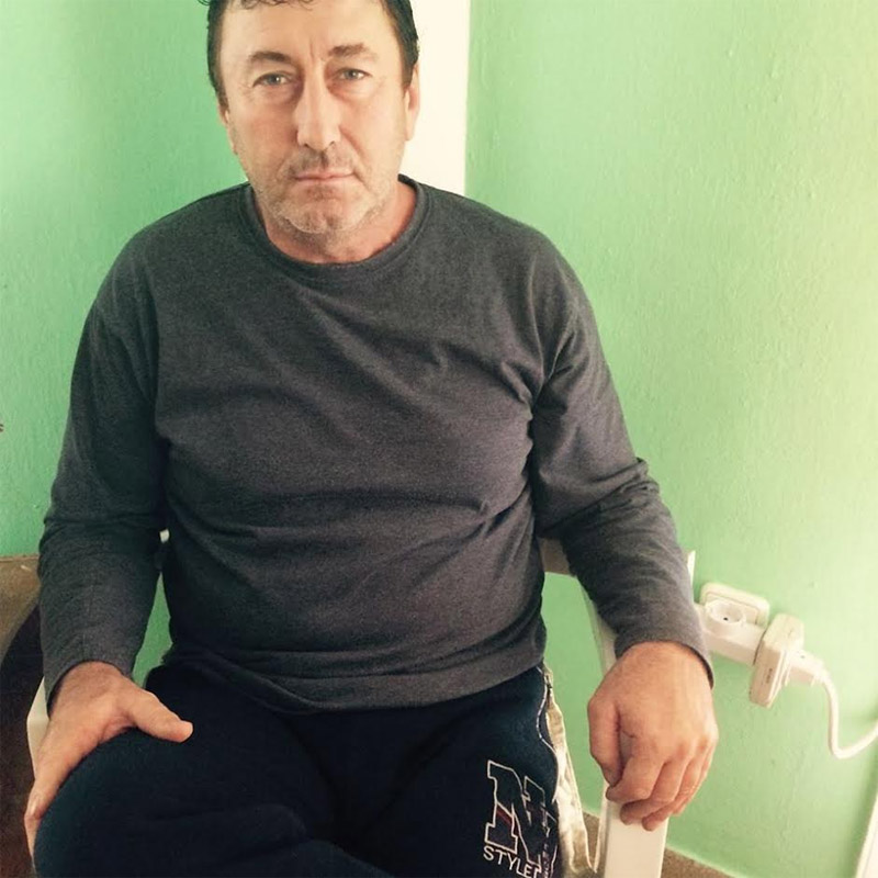 Κλινικά νεκρός είναι ο 53χρονος πατέρας της οικογένειας, που εργαζόταν ως οικοδόμος.