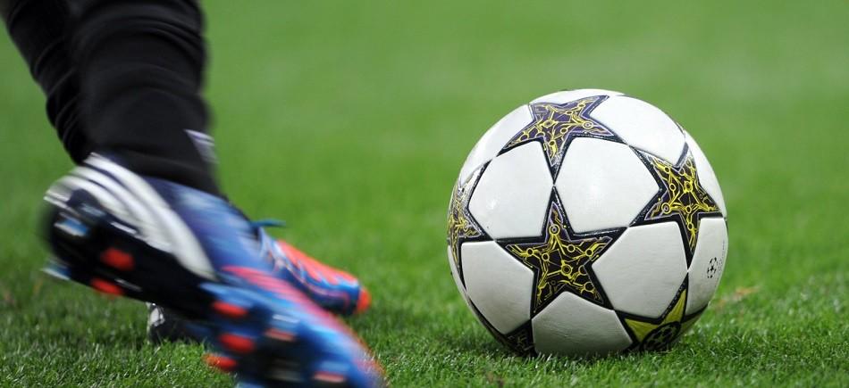 Αστυνομικοί και αθλητές παίζουν ποδόσφαιρο για… καλό σκοπό | Cretapost.gr