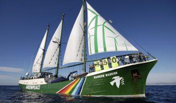 greenpeace-rainbow-warrior