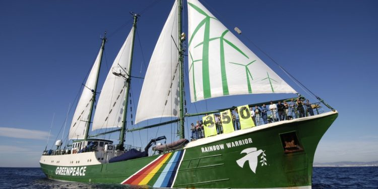 greenpeace-rainbow-warrior