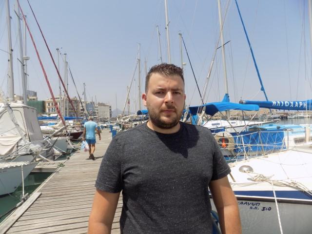 Ο Στέλιος Κωστάκης, ζει και εργάζεται στην Τσεχία. Στο Ηράκλειο έρχεται πλέον για τις διακοπές του