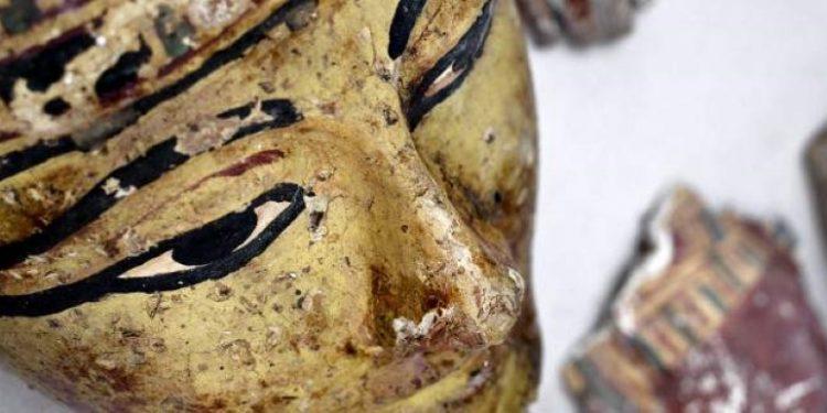faraonikos-tafos