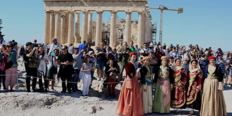 toyristes-akropolh