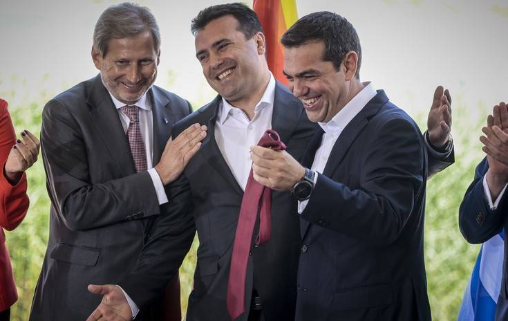 tsipras-gravata5