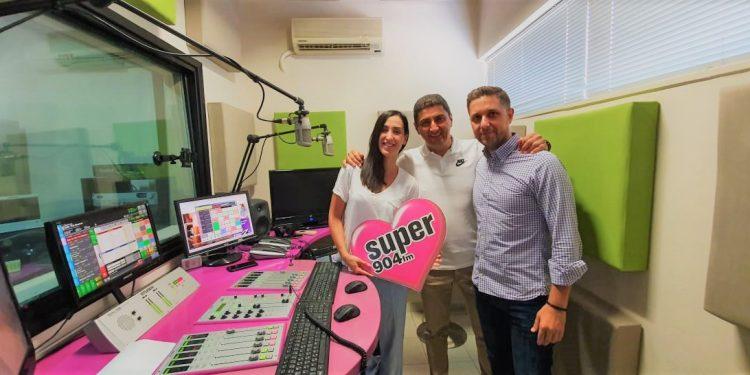 l_avgenakis_super_radio_904