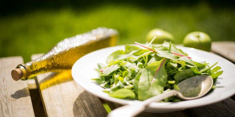salad-olive-570