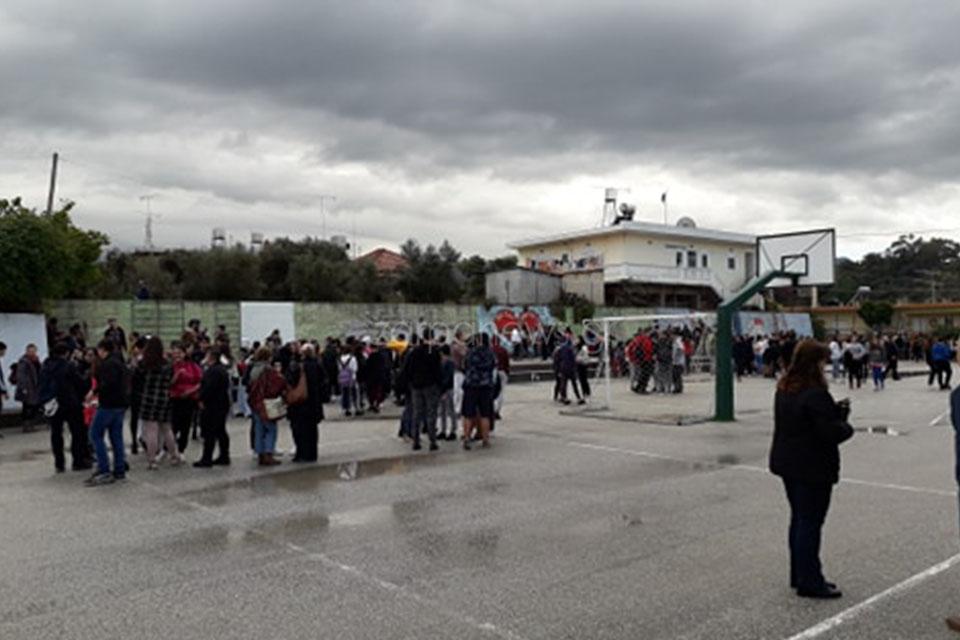 Με ασφάλεια βγήκαν οι μαθητές από τα σχολεία (φώτο zarpanews.gr)