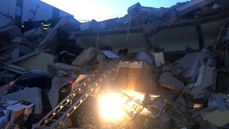 alvania-sismos-katastrofes