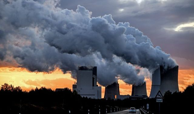 epa06298602 Water vapor rises from a cooling towers of the lignite-fired power station Boxberg of the energy company LEAG in Boxberg, Germany, 30 October 2017. The UN Climate Change Conference COP23 will take place in Bonn from 06 to 17 November 2017, only a few kilometers away from Europe's largest carbon dioxide source, the Rhenish Brown Coal Field.  EPA/FILIP SINGER