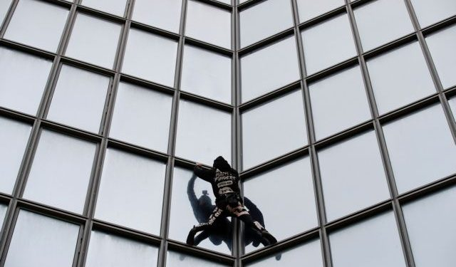French Spiderman climbs Total tower in support of pensions strikers at La Defense