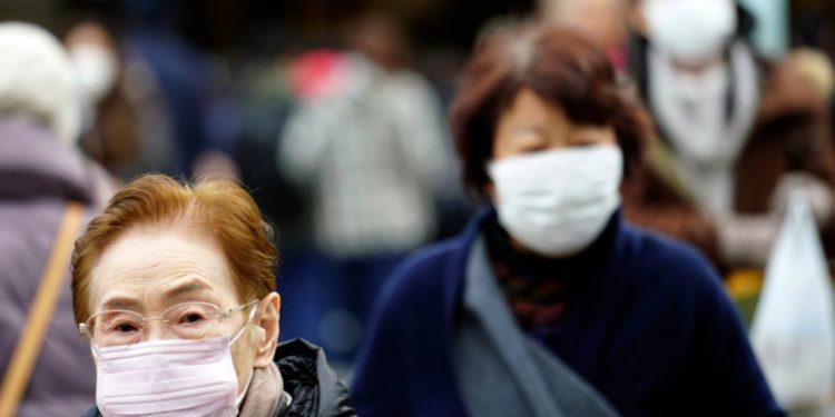 china-koronaios-anthropoi-me-maska