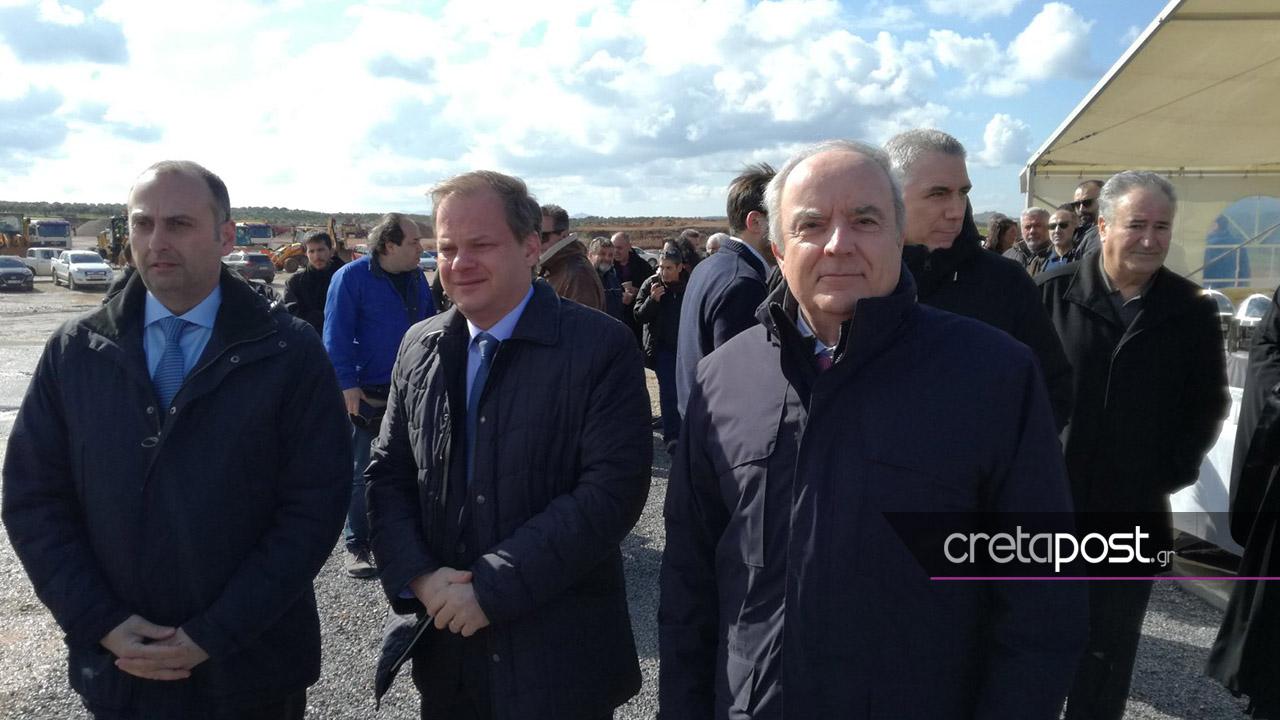 Ο υπουργός Υποδομών, Κώστας Καραμανλής και ο πρόεδρος της ΤΕΡΝΑ, Γιώργος Περιστέρης.