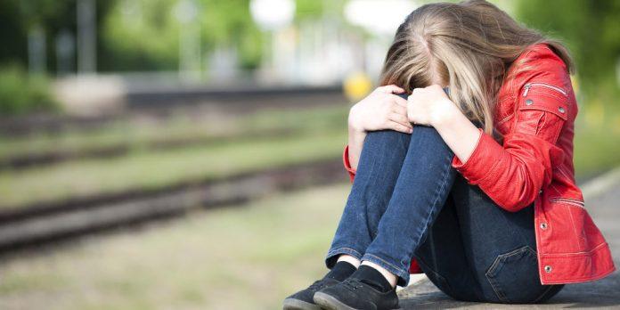bullying-koritsi-sxoleio-400-696x348