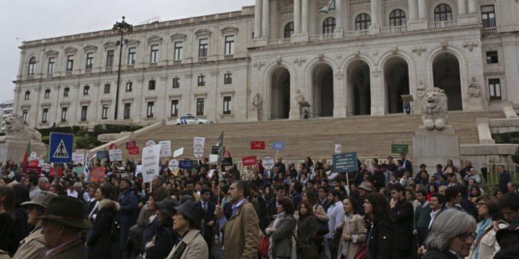 polites-lisabona-koinoboulio-portogalia-euthanasia