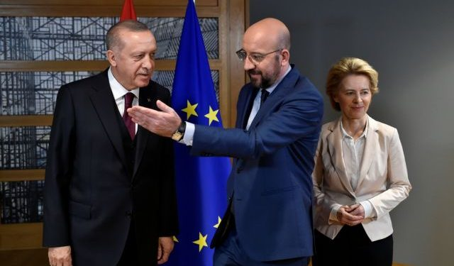 EU Council President Charles Michel (C) and European Commission President Ursula von der Leyen (R) welcome Turkish President Tayyip Erdogan (L) before their meeting at the EU headquarters in Brussels, Belgium March 9, 2020. John Thys/Pool via REUTERS