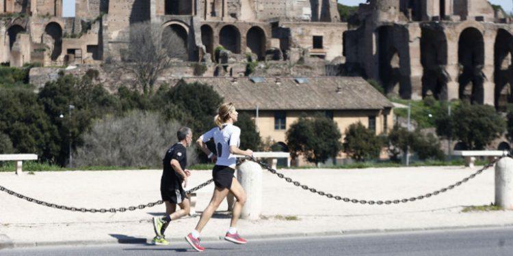 zeugari-jogging-romi-koronoios