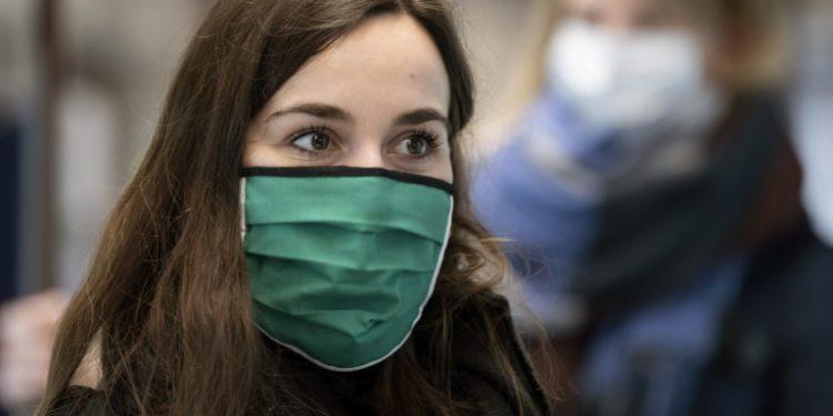 gynaika-prasini-maska