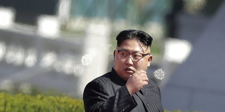 kim-jong-oyn-stoli-boreia-korea-gualia