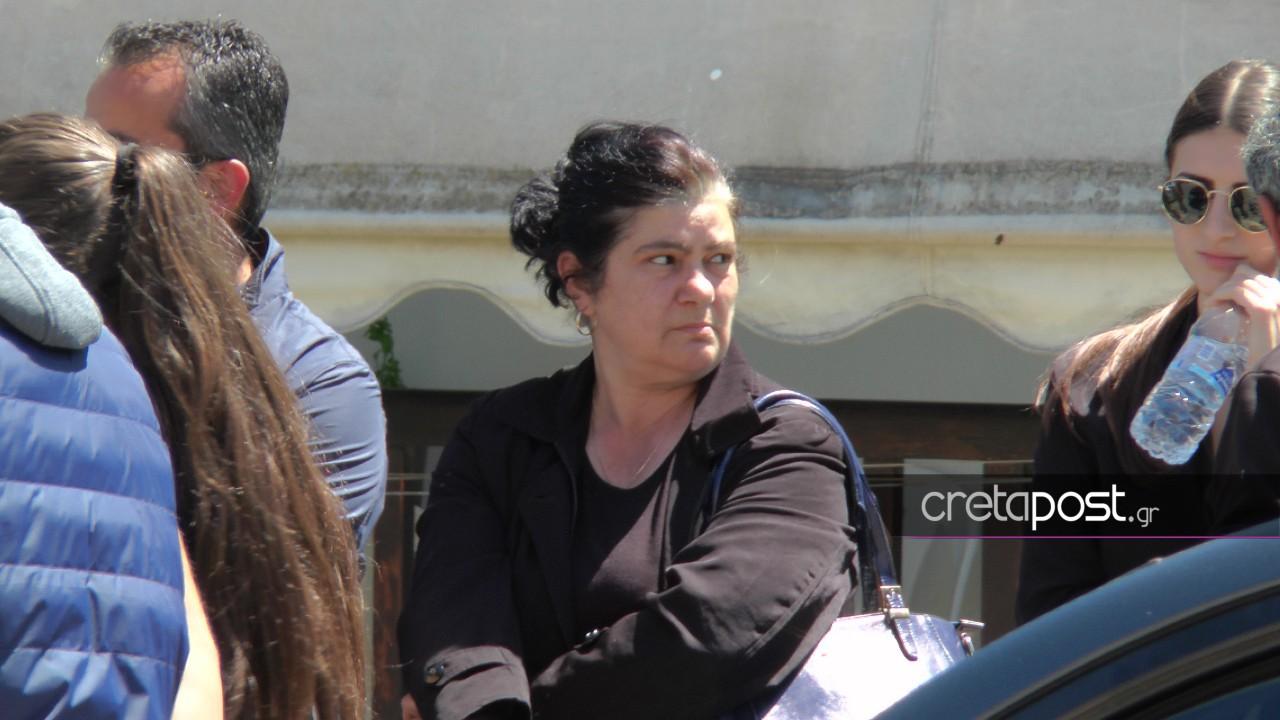 Η μητέρα του 29χρονου και σύζυγος του Λευτέρη Καλομοίρη.