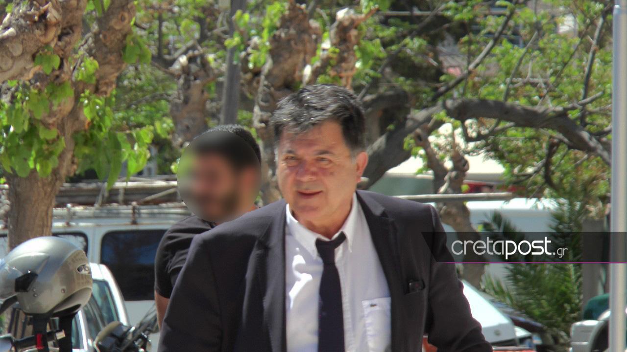 Ο δικηγόρος Διονύσιος Βέρρας εισερχόμενος στο δικαστικό Μέγαρο.