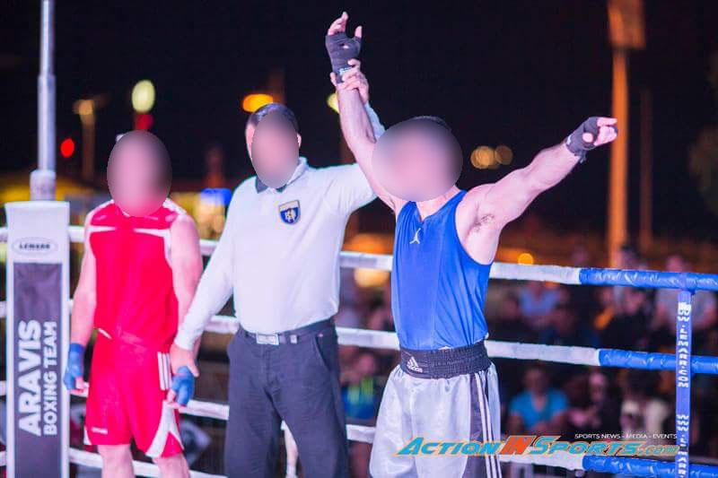 Στιγμιότυπο από αγώνα kick boxing στον οποίο νίκησε ο γιος του 63χρονου.
