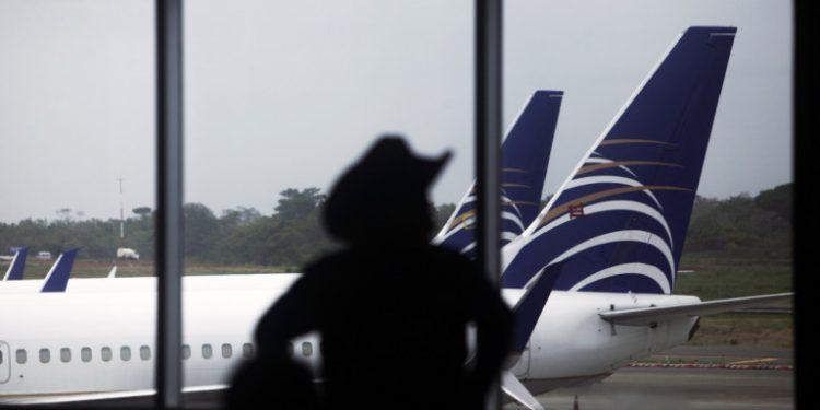 aerodromio-aeroplano-aeroplana-tourismos-diakopes-touristes-ee