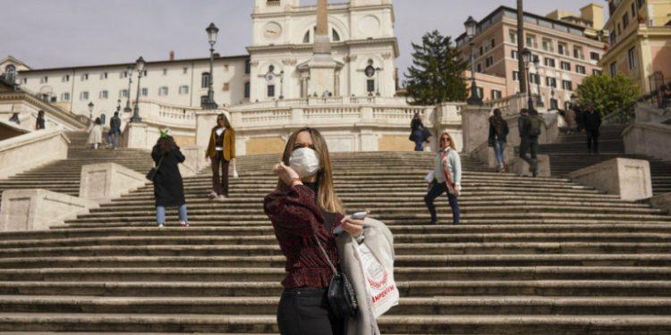 italia-koronoios-piazza-di-spagna-karantina