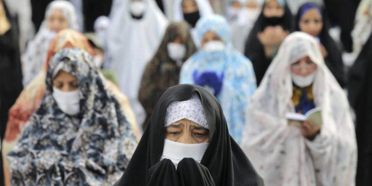 gynaikes-maskes-iran-koronoios