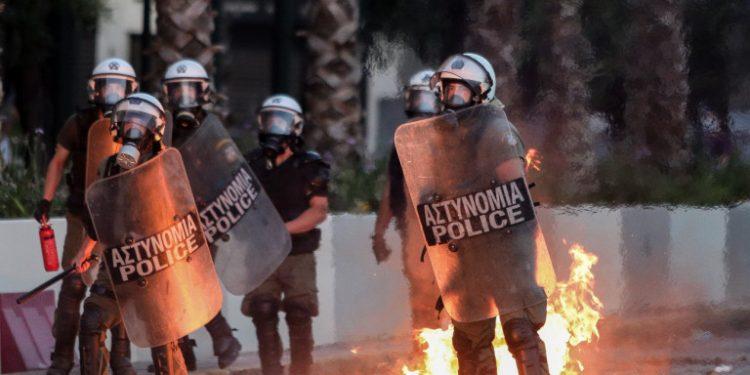mat-fotia-syntagma-epeisodia_0