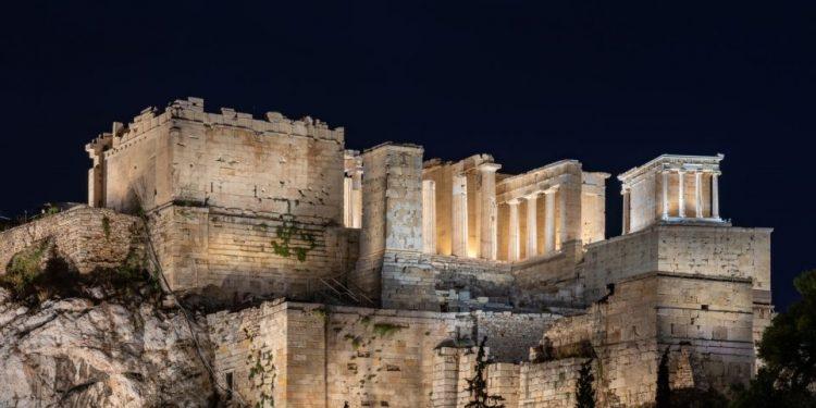 akropoli_neos_fotismos