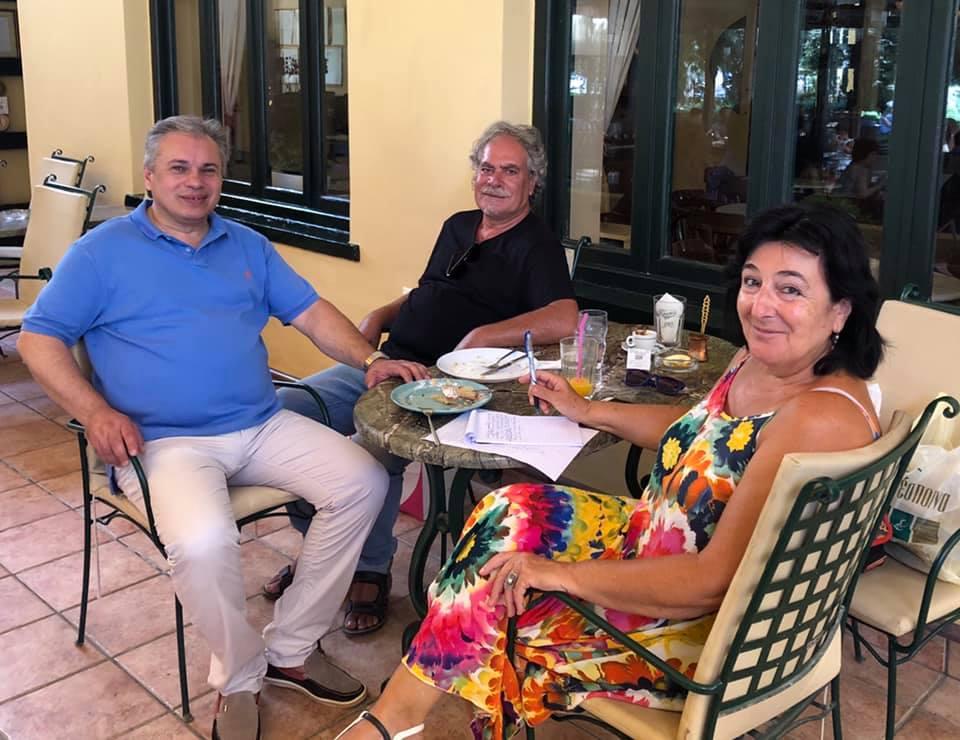 Η αγαπημένη συγγραφέας Ζοέλ Λοπινό, με τον σύζυγό της Τάκη Δημητρόπουλο και τον Βασίλη Σταθάκη!
