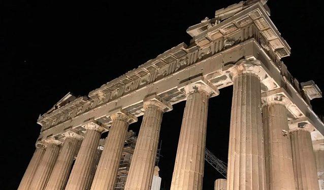 allazei-o-fotismos-tis-akropolis-1