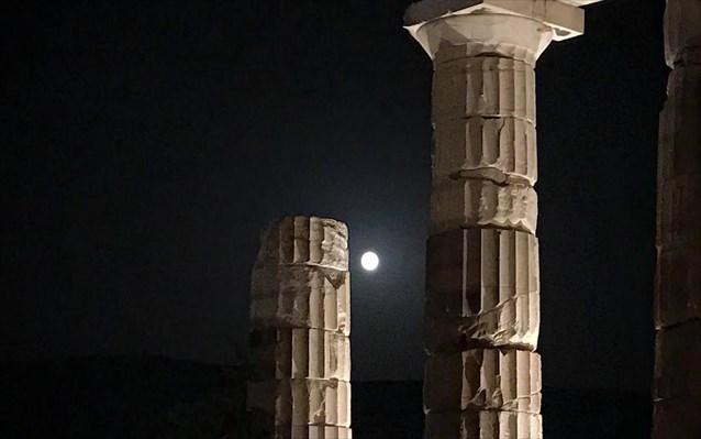 allazei-o-fotismos-tis-akropolis-2