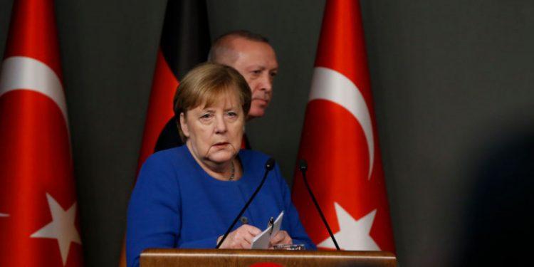 erdogan-merkel-sinenteyxi-typou
