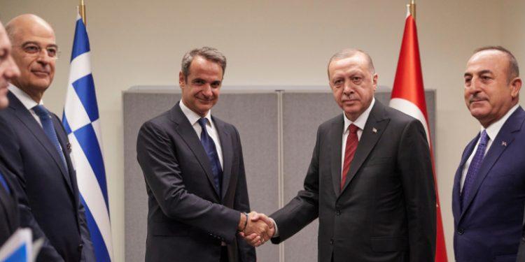 mitsotakis-erdogan-xeirapsia-dendias-tsavousogloy