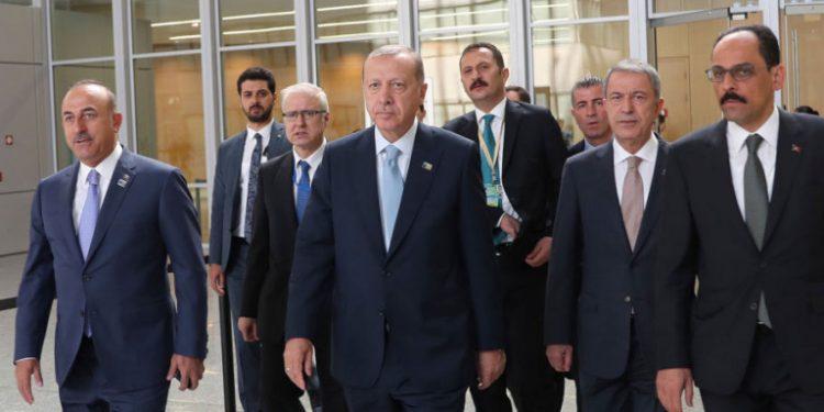 erdogan-nato-sinodos-kostoumi