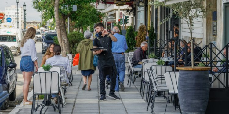kafe-stin-paraliaki-thessaloniki