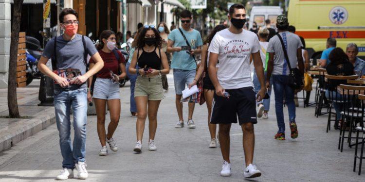 koronoios-patra-neoi-me-maskes