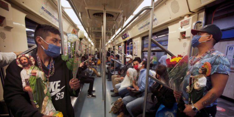 treno-kosmos-louloudia-maskes-mexico