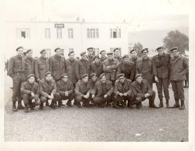 Φοιτητές μετά την διακοπή της αναβολής από την Χούντα. Ανάμεσά τους ο Γιάννης Νισταζάκης.