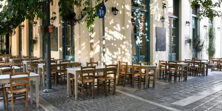 adeia-trapezia-karekles-kafeneiou