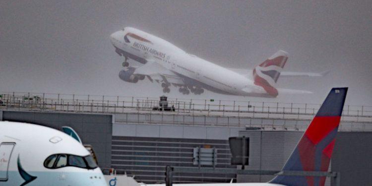 aeroplano-aerodromio-british-airways