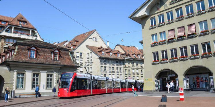 kokkino-tram-elvetia