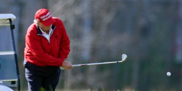 donald-trump-kokkino-mpoufan-golf