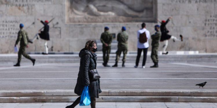 lockdown-koronoios-metra-syntagma-vouli-ergazomenoi-syntakseis-syntaksiouxoi-polites-katastimata-15-02-2021