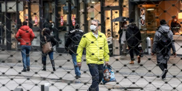 polites-maskes-koronoios-germania