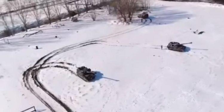 tanks_snow